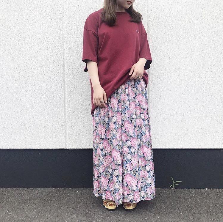 2019年7月18日 | ナイキロゴTシャツと花柄ロングスカートの楽ちんコーデ