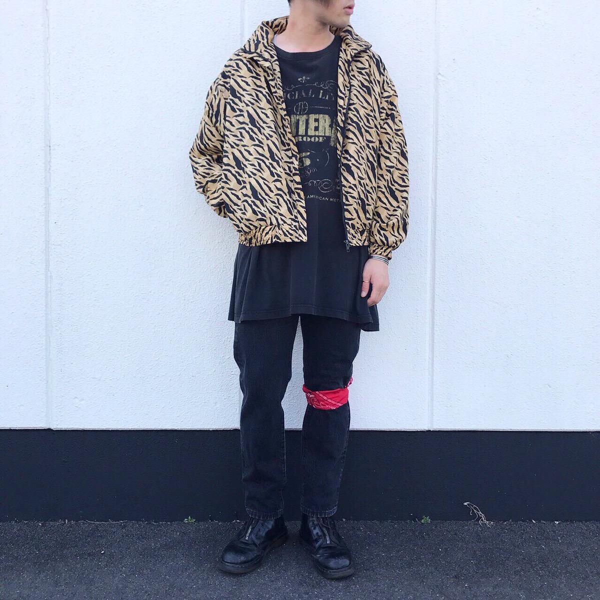 2019年9月17日 | ド派手なトラ柄ナイロンジャケットが主役のロックスタイル