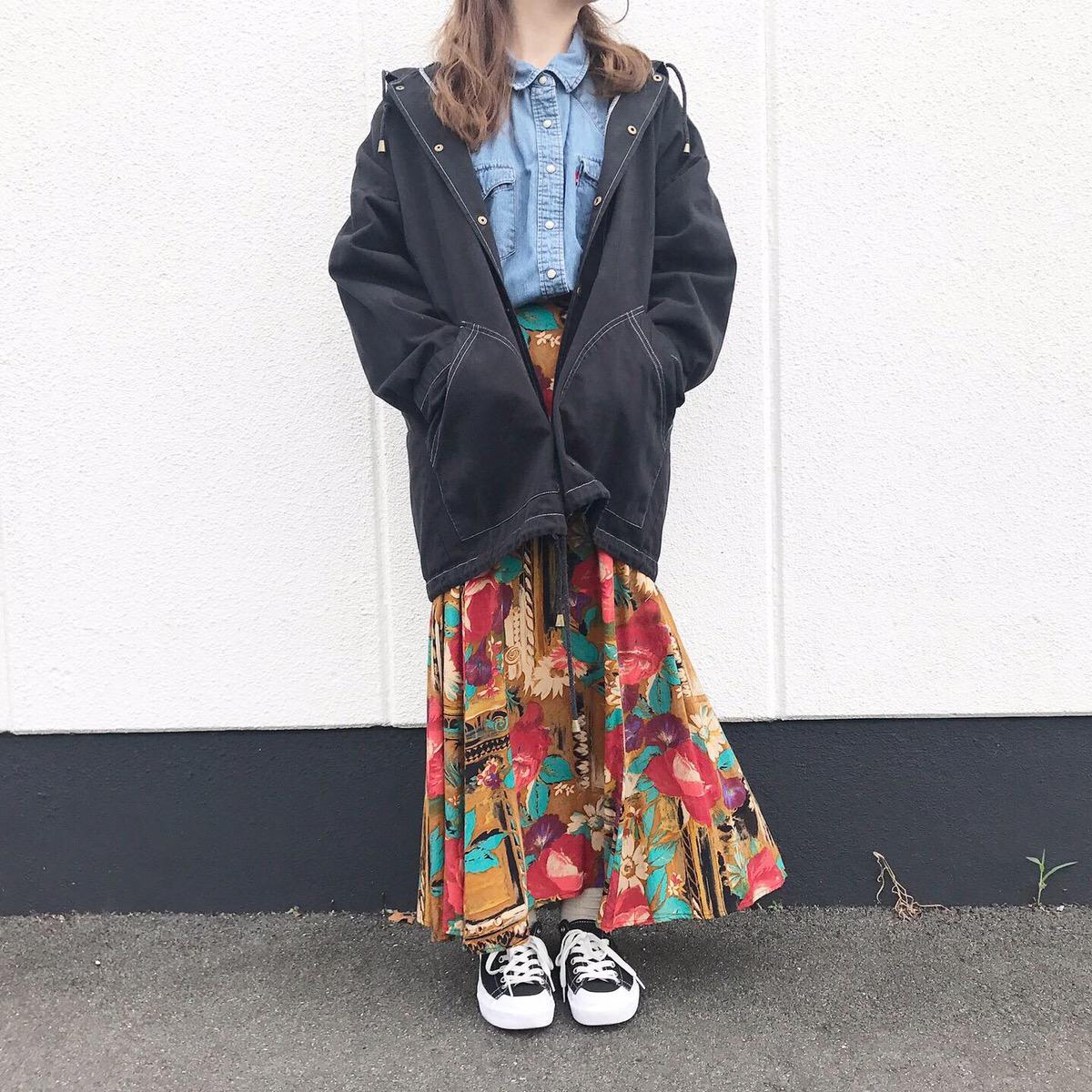 80'sビンテージスカートとぶかっとアウターの大人コーデ