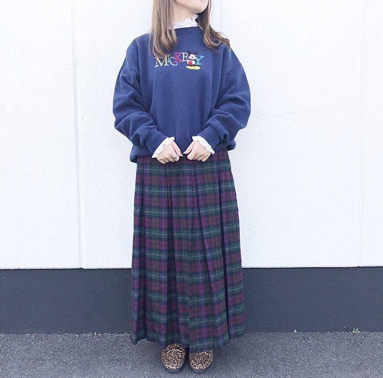 スウェット × ウールスカート コーデ