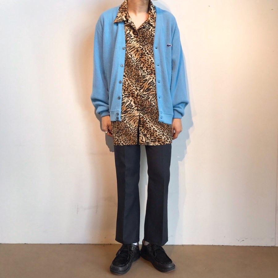 アニマル柄シャツ × カーディガン綺麗目コーデ