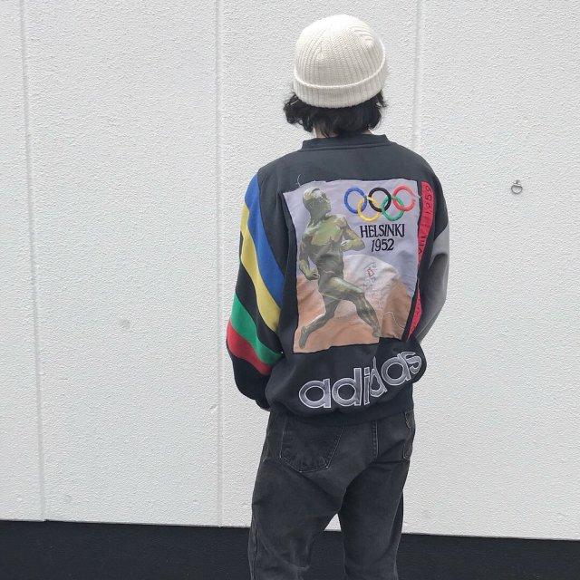 黒のオリンピックスウェットコーデ
