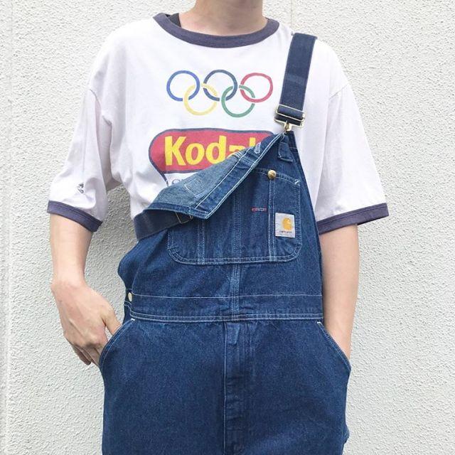 古着カーハートのオーバーオールの下はオリンピックTシャツ