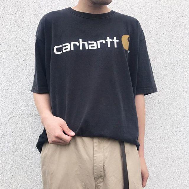 古着カーハートのTシャツコーデ ロゴがおしゃれ
