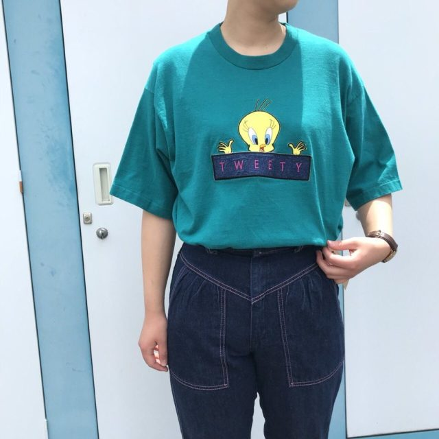 古着のキャラクターTシャツの着こなし