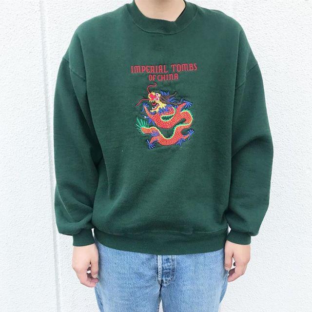 緑の刺繍スウェットコーデ