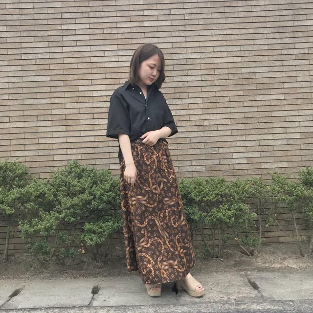レトロな黒色スカート