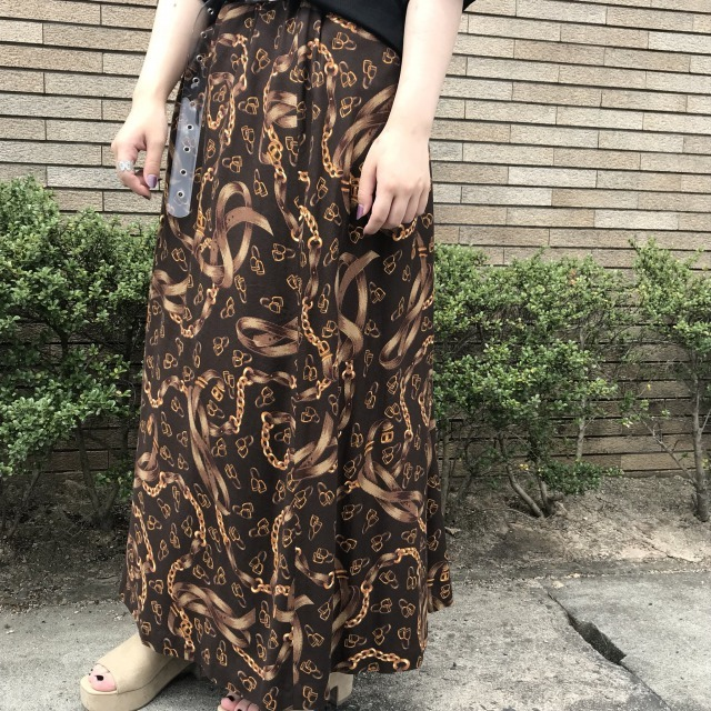 レトロな黒ベースのスカート