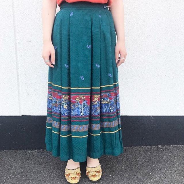 レトロなグリーン色の古着スカート