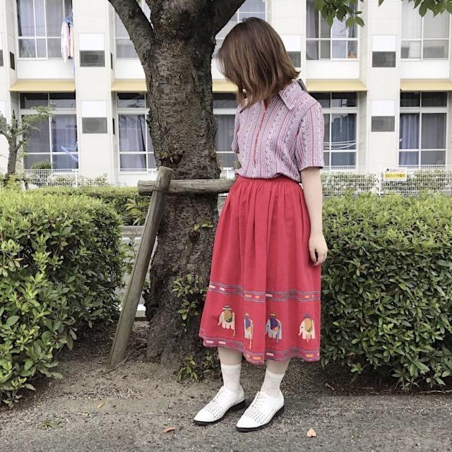 レトロなシンプル目の古着スカート