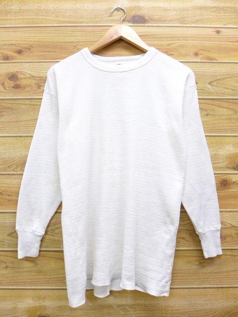 白の無地シャツ