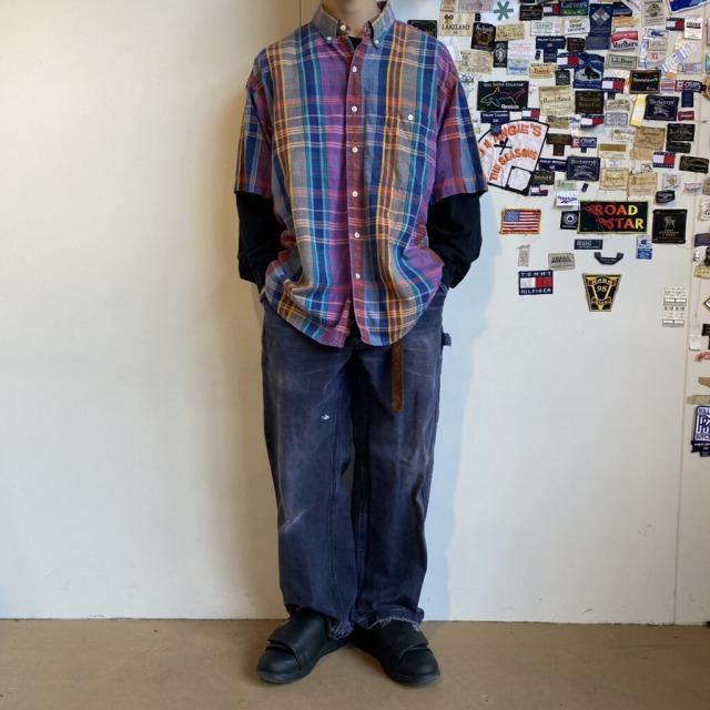 古着のロンTとチェックシャツの重ね着コーデ