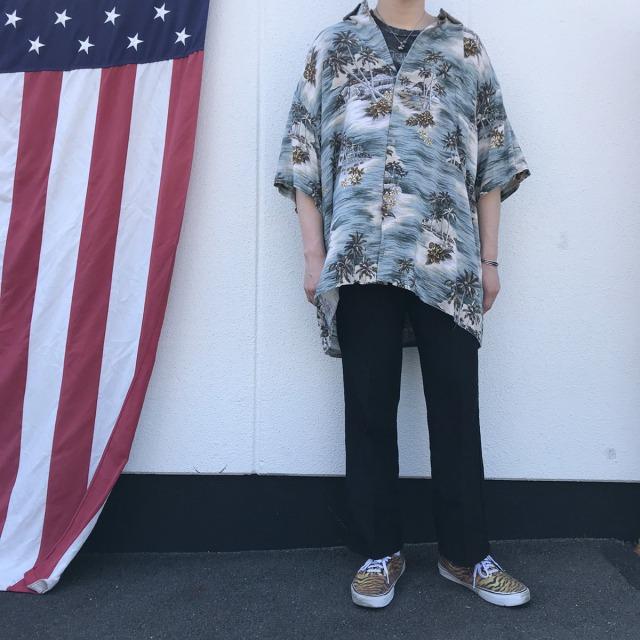 春の古着コーデ ハワイアンシャツ