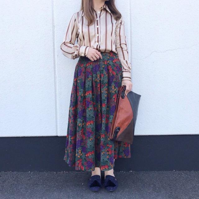 vintageスカートを使った古着コーデ